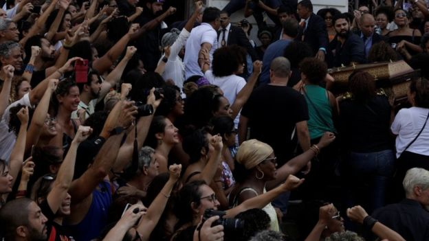 Demonstrators react during the wake as the coffin of Rio de Janeiro's murdered city councillor Marielle Francoarrives at the city council chamber