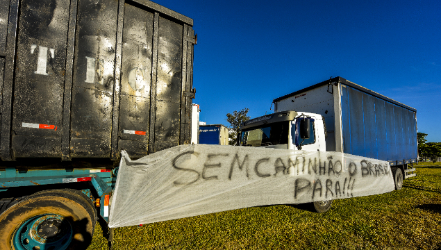 Truck drivers go on strike in São José dos Campos